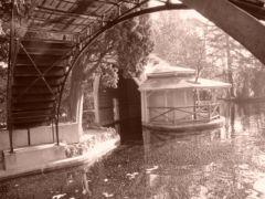 El embarcadero con el puente de hierro