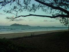Atardecer en Mission Beach con la isla Dunk al fondo