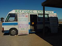 Campamento permanente para pedir la libertad de los refugiados afganos