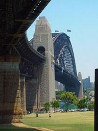 El puente de la bahía con su forma de percha