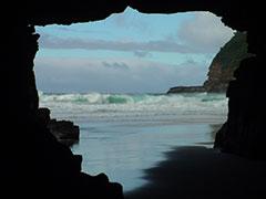 La cueva Tasman, con el perfil de Tasmania