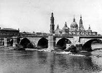 El Pilar y puente de piedra sobre el Ebro