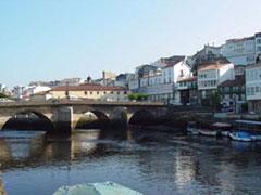 El puente viejo, junto a una de las puertas medievales de acceso a Betanzos.