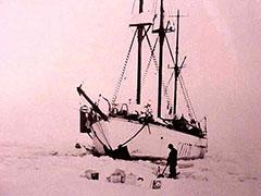 El barco de Amundsen, atrapado en el hielo