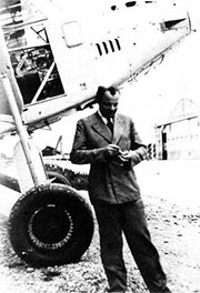 Antoine de Saint-Exupéry, con un avión de Aeroposta