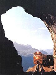 Otra imagen del tren entrando en un túnel