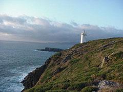 El faro de Mera, al otro lado de la bahía de la Coruña