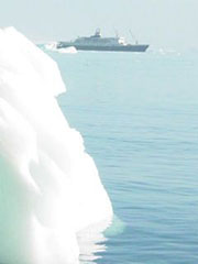 El Orlova, anclado en la bahía