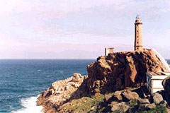 El faro de Cabo Vilán en un día soleado (foto cortesía de Olga Moral)