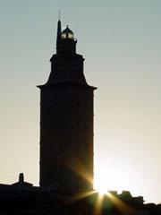 Puesta de sol detrás de la Torre de Hércules