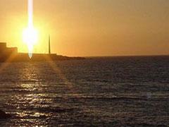 La puesta de sol de San Juan en 2001 fue espectacular, con la torre del Millenium de fondo
