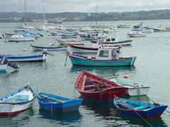Barcas de pesca en el puerto de La Coruña