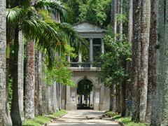 El paseo Barbosa, con la antigua puerta de Bellas Artes al fondo.