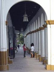 Soportales en plaza mayor Jujuy.