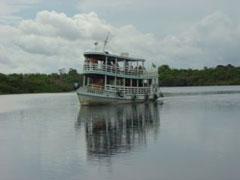 Barco típico del Amazonas