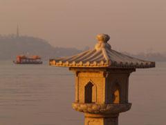 Pagoda, barca y templete