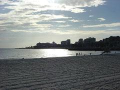 Montevideo desde la playa al atardecer