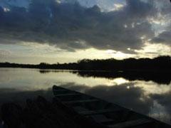 Amanecer en la plataforma flotante del Río Negro