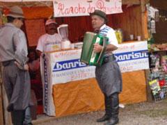 Gaucho tocando acordeón en Cambará do Sul