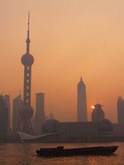 Amanecer dorado en Shanghai
