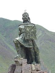 Guerrero inca en la plaza de Ollanta