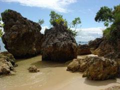 Rocas en las playas de Morro de São Paulo