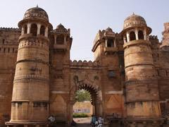 Entrada inferior al fuerte de Gwalior