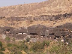 Vista de algunas cuevas en Ajanta