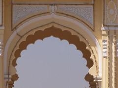 Detalle puerta de entrada al palacio real de Mysore