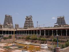 Torres del templo Sri Meenakshi en Madurai