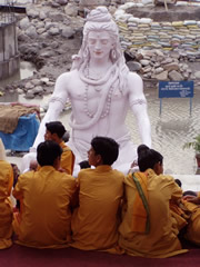 Ceremonia hinduista en Rishikesh