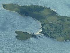 Algunas islas en el río tienen formas caprichosas (especial San Valentín)