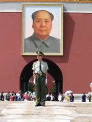 Mao en la entrada de la Ciudad Imperial