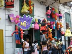 Piñatas a la venta, una tradición que se conserva