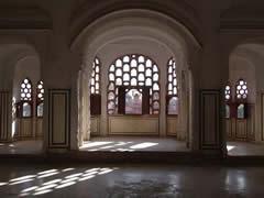 Las ventanas y celosías del Palacio de los Vientos