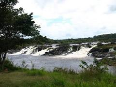 Vista de una de las cascadas en Cachamai