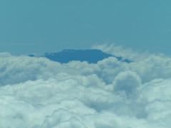Tepuy envuelto en nubes