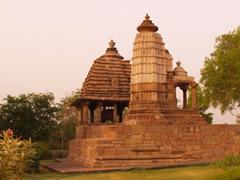 Los templos del oeste al amanecer