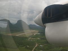 A punto de aterrizar en Gunung Mulu