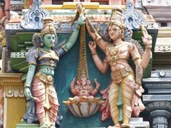 Dios Ganesha en una de las torres del templo