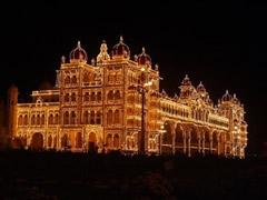 Palacio real de Mysore de noche