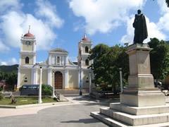 Plaza Bolivar e Iglesia de San Cristobal