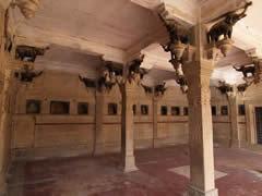 La sala de los elefantes tallados