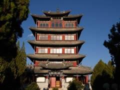 La pagoda en la colina