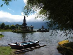 El templo del lago Bratan
