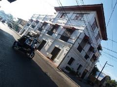 Edificio colonial. Perspectiva en escorzo