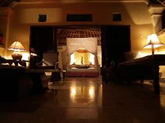 El Taman Sari Cottage de noche