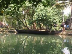 Barca en los canales de Kerala