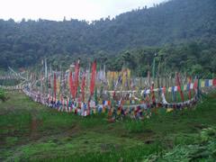 Banderas de oración en el lago Khecheopalri