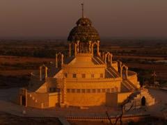 Templo jainista al amanecer